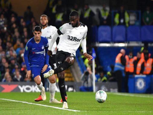 Chelsea suýt thua dù được đối thủ tặng không 2 bàn