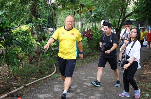 """Tin bóng đá Việt Nam 30-11: Philippines """"do thám"""" ĐT Việt Nam"""