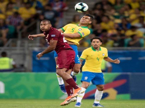 Bị từ chối 3 bàn thắng, Brazil chia điểm với Venezuela