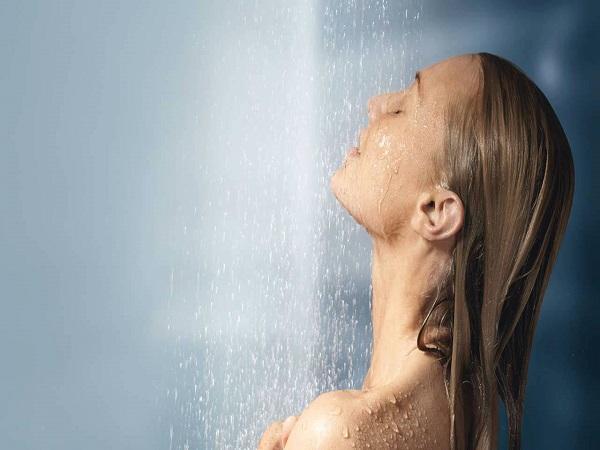 Mơ thấy tắm có điềm báo gì? đánh số nào may mắn?