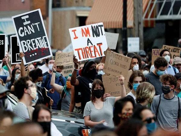 Mơ thấy biểu tình mang điềm báo tốt hay xấu?